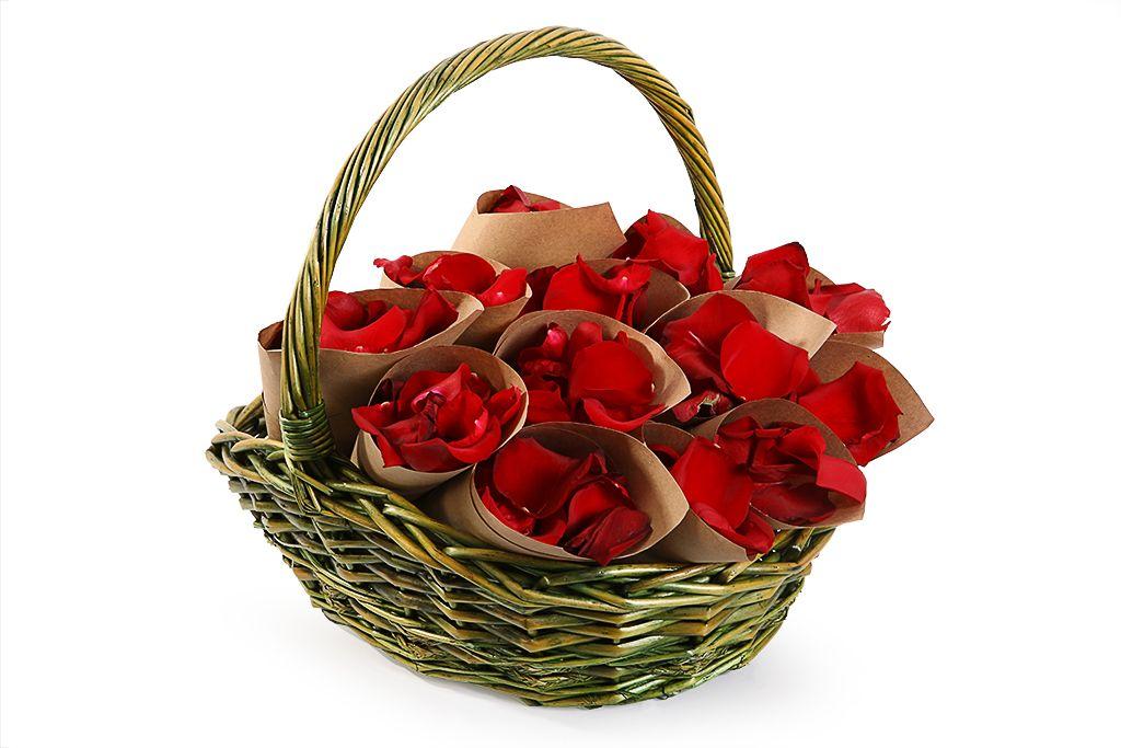 Лепестки роз в кульках фото