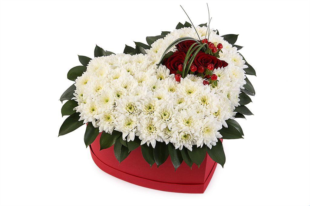 Букет с хризантемами Сейчас и навеки в коробке фото