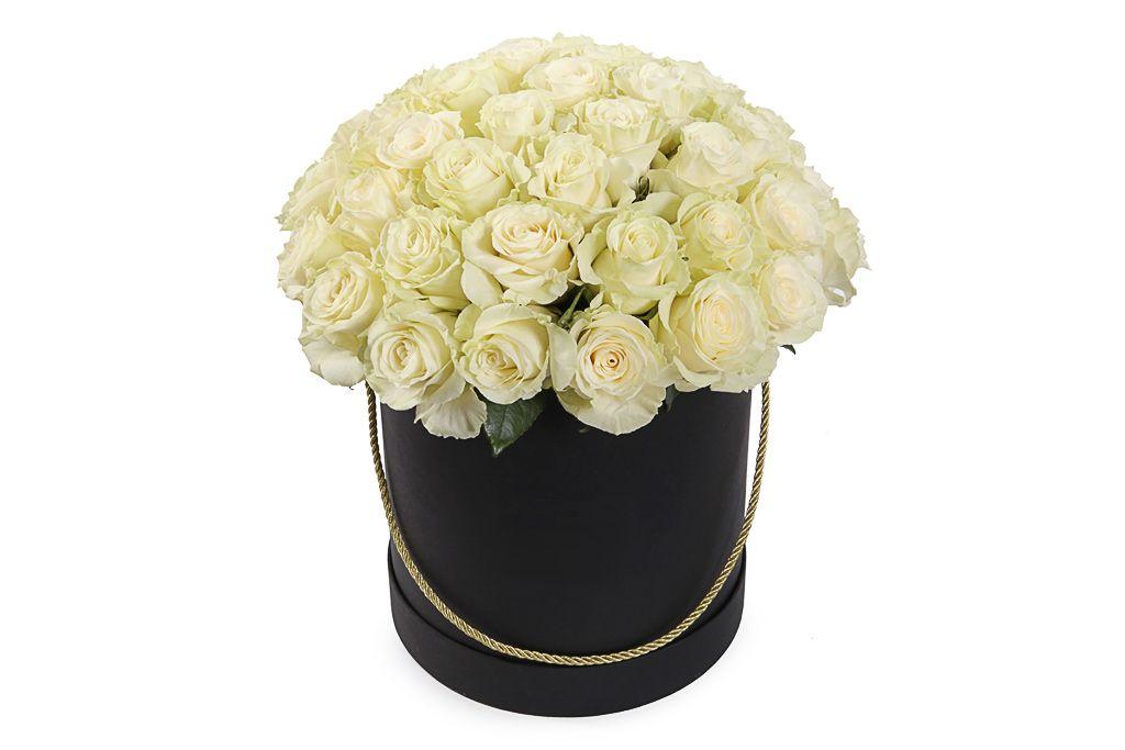 Букет 51 роза Мондиаль в черной шляпной коробке фото