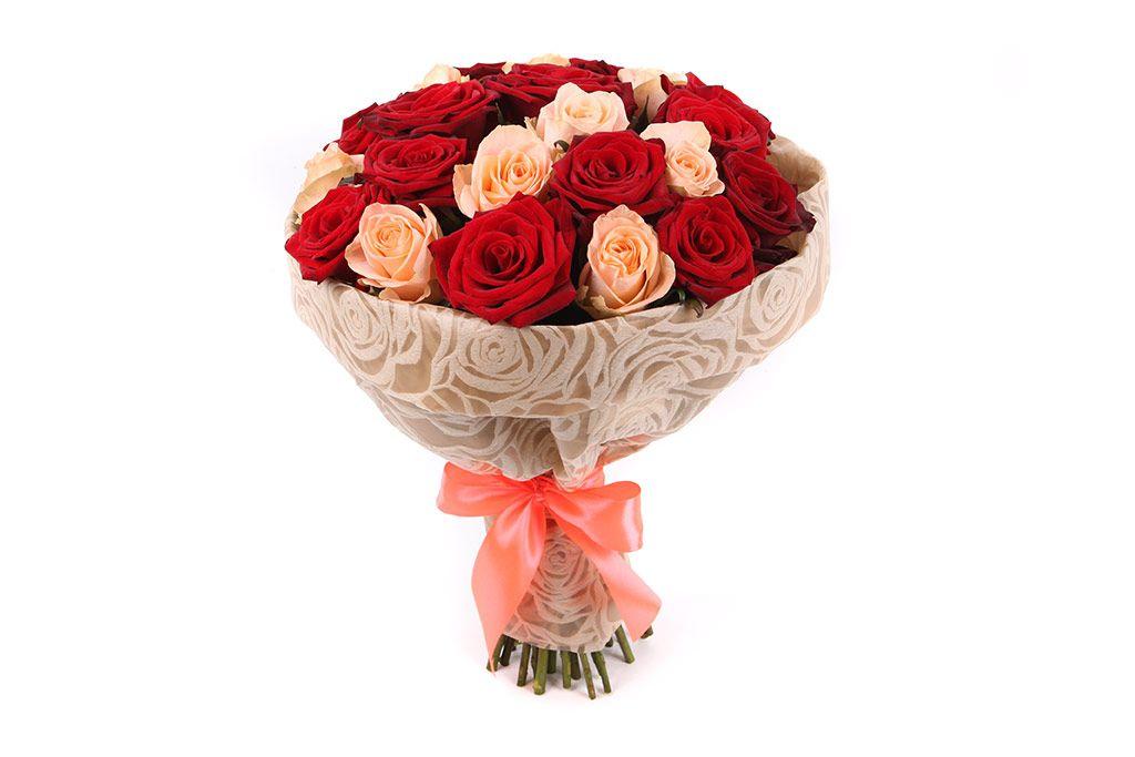 Букет 25 роз, красно-кремовый микс фото