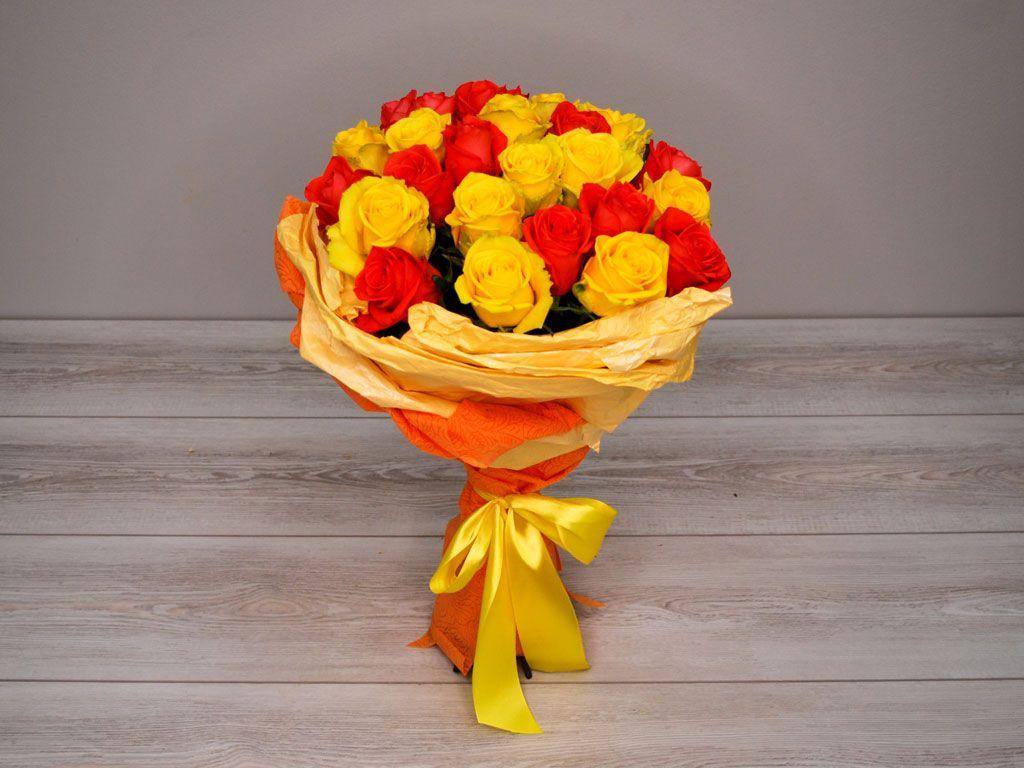 Букет 25 роз, желто-оранжевый микс фото
