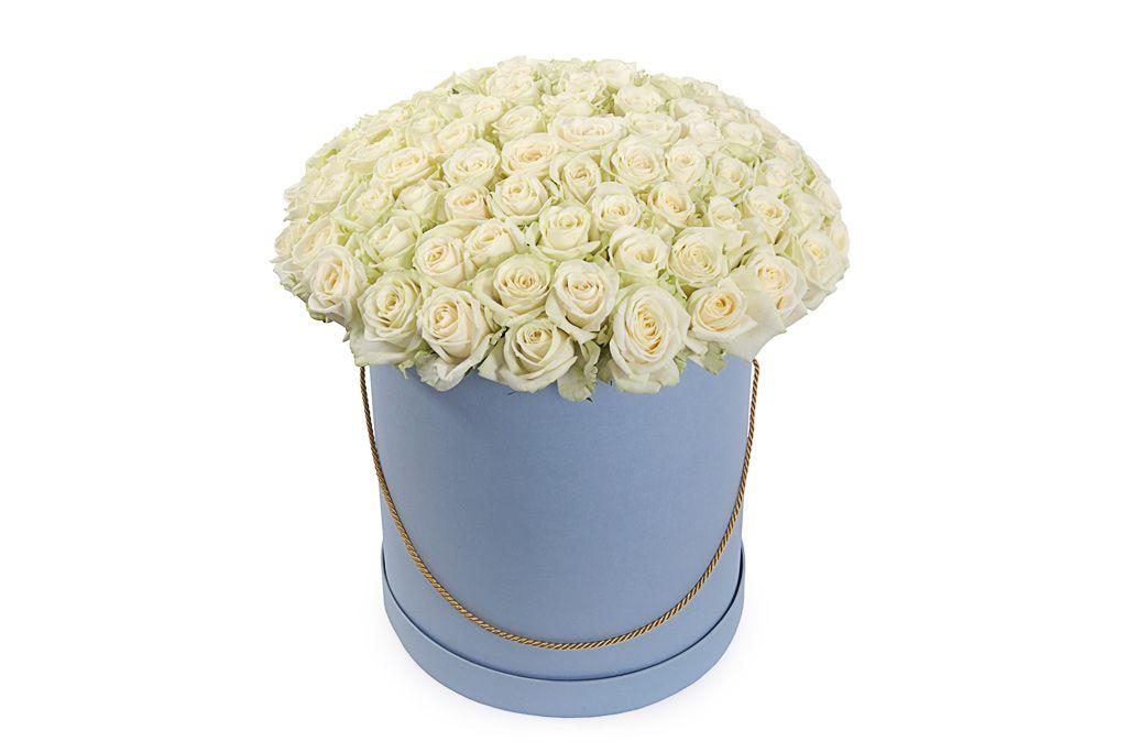 Букет 101 роза Аваланш в шляпной коробке фото