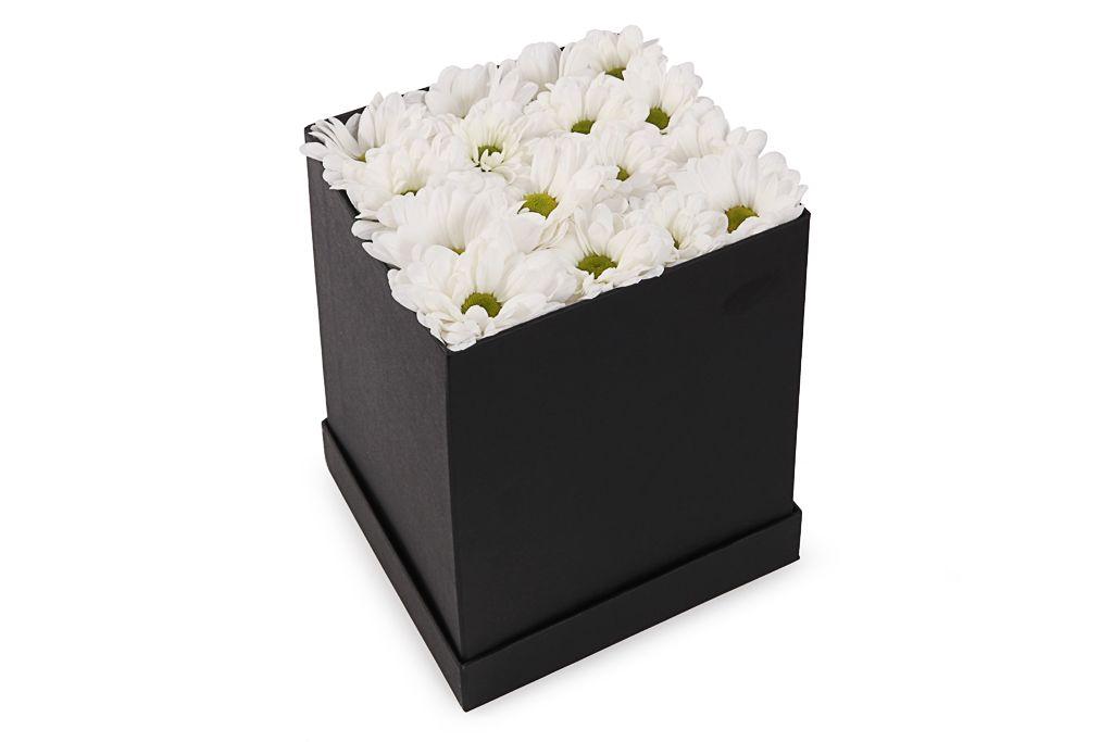 Букет хризантем Черное и белое в коробке фото