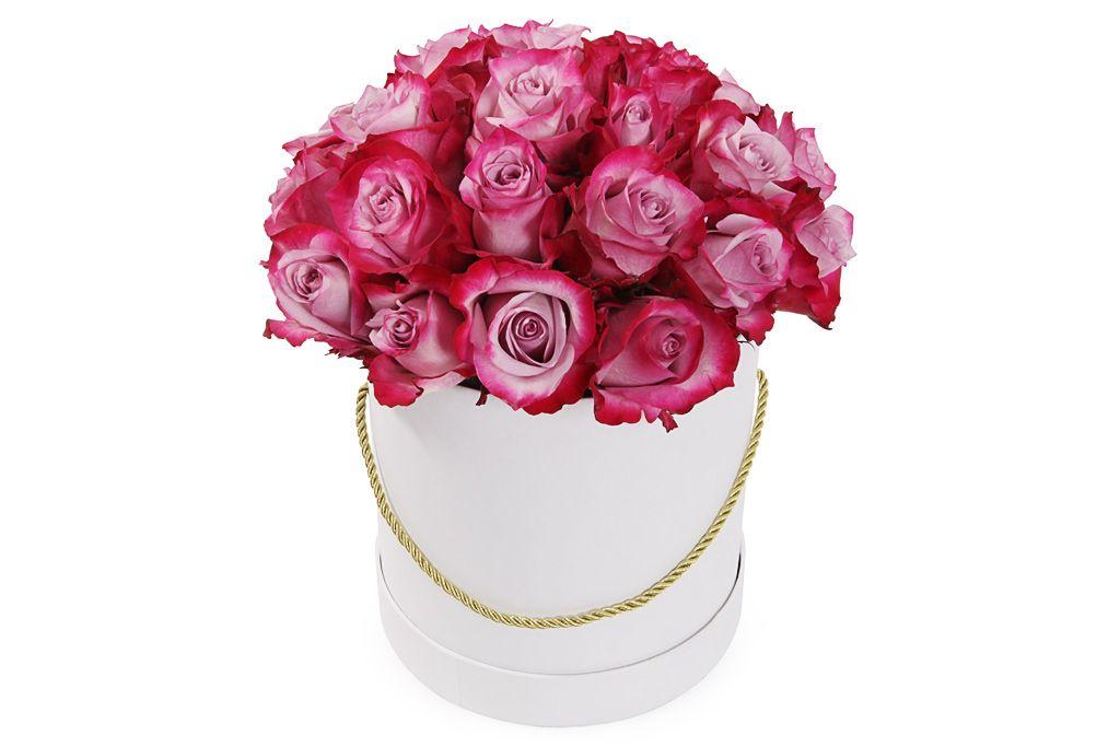 Букет 25 роз Дип Перпл в шляпной коробке фото