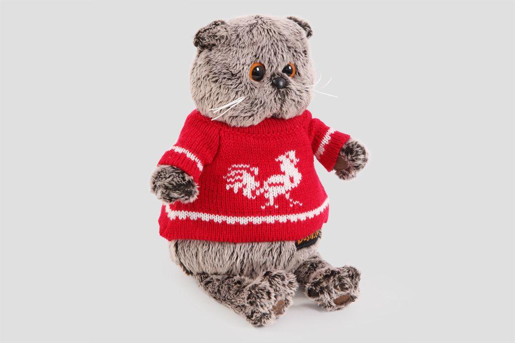 Кот Басик в красном свитере с петушком фото