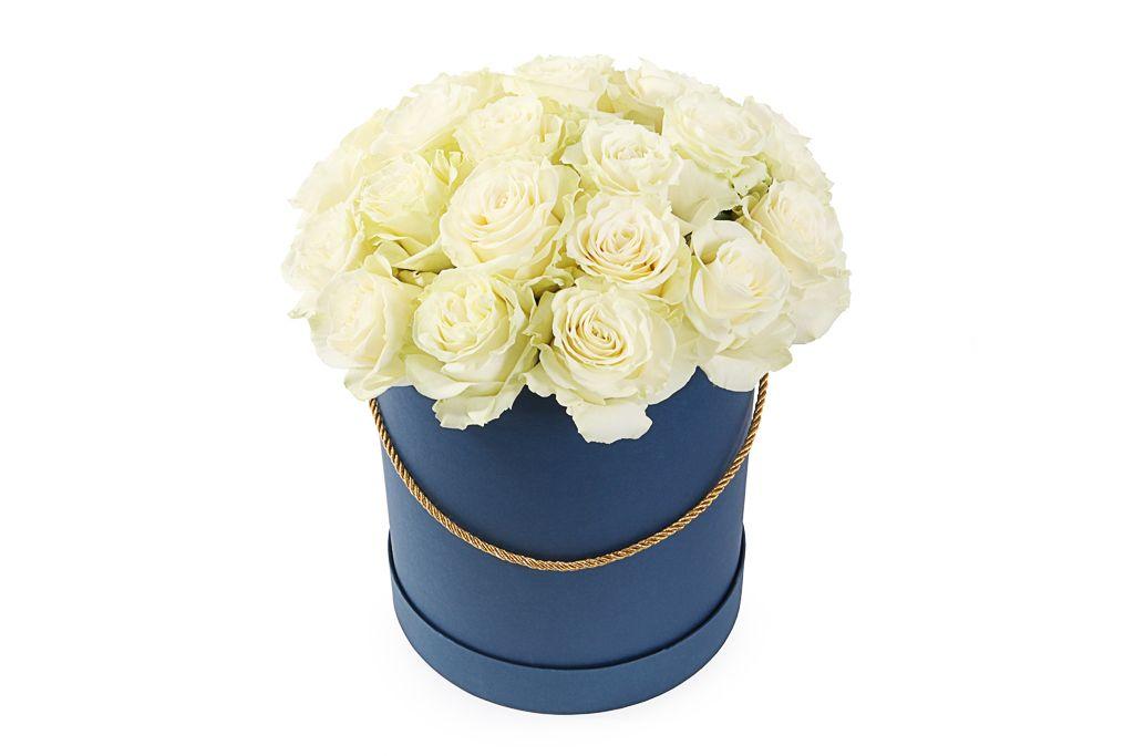 Букет 25 роз Мондиаль в шляпной коробке фото
