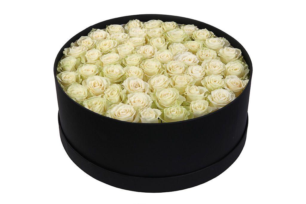 Букет 55 роз Мондиаль в шляпной коробке фото
