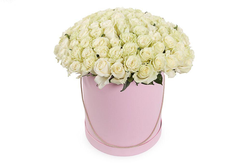 Букет 101 роза Мондиаль в шляпной коробке фото