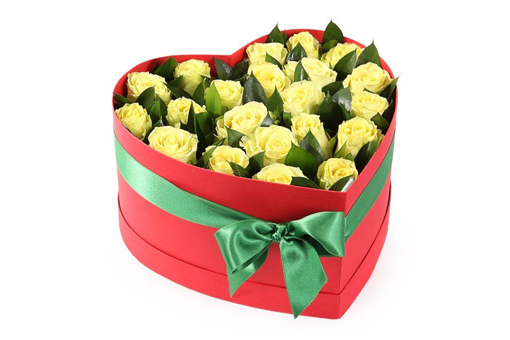 Композиция Клубника и лимон в коробке-сердце фото