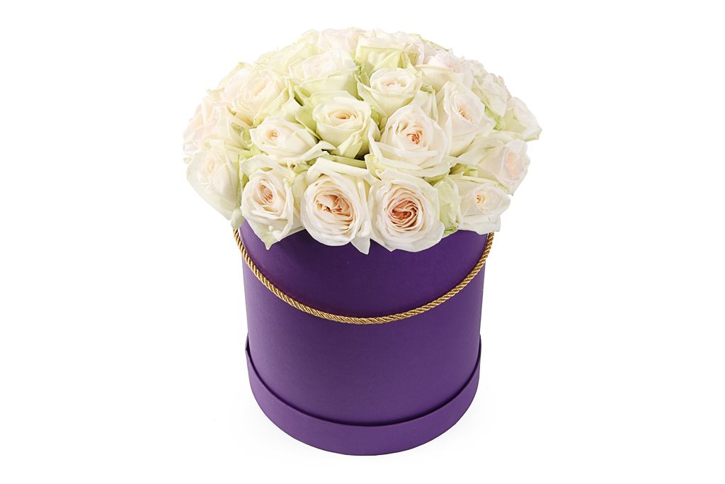 Букет 35 роз Вайт О'Хара в шляпной коробке фото