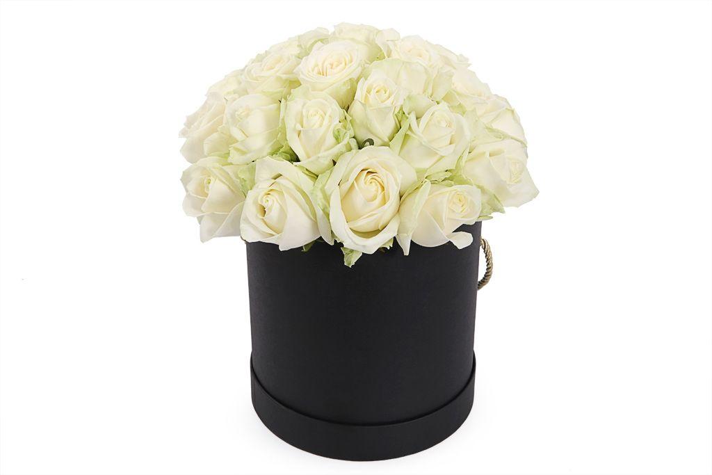 Букет 25 роз Аваланш в шляпной коробке фото